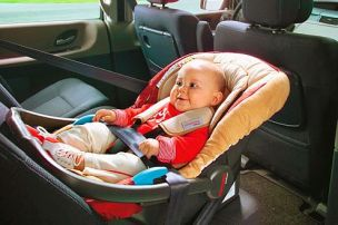 Ganz-wichtig-Babyschalen-fuer-die-Kleinen-muessen-immer-gegen-die-304x202-fb957c4671fcfd73